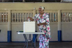 Ioana-Savaiinaea-casting-her-vote-at-Fatausi-Samoa-Observer.jpg